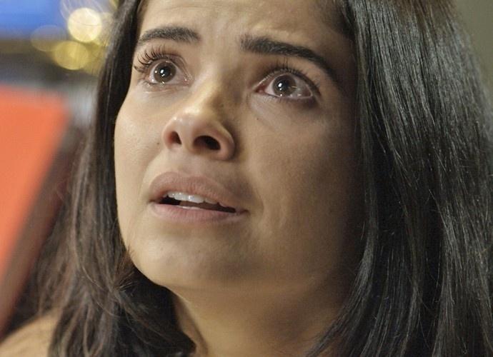 Tóia (Vanessa Giácomo) descobre que é uma