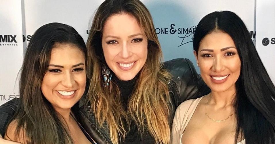 15.jul.2017 - Renata Dominguez tieta Simone e Simaria no Rio