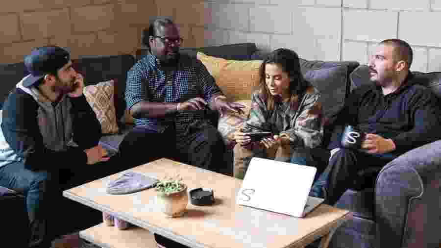Anitta no escritório da Shot Studios, em Los Angeles - Calvin Williams/Reprodução/Billboard