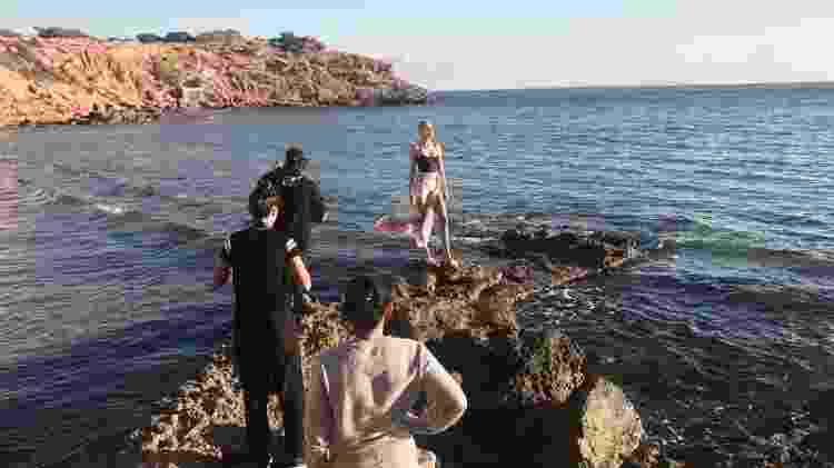 Celina Locks durante making of da campanha de sua primeira coleção de moda praia - Divulgação - Divulgação