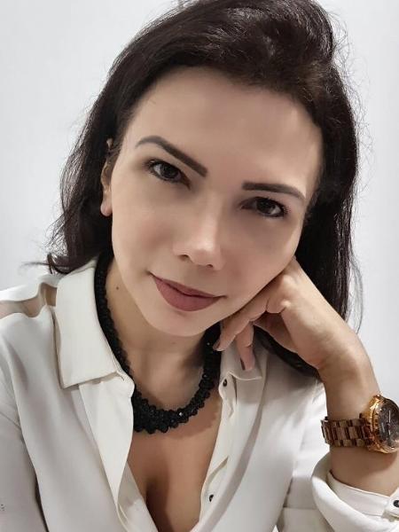 A funcionária pública Márcia Maria Moraes da Costa, 47, se submeteu a uma rinoplastia há um mês e meio - Arquivo pessoal