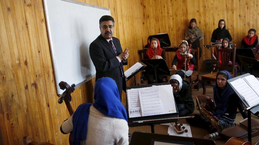 Ahmad Naser Sarmast lidera o instituto nacional de música do Afeganistão - Reuters