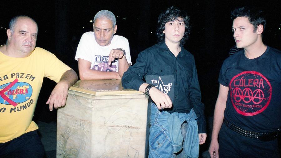 """Cólera lança """"Acorde! Acorde! Acorde!"""", álbum que começou a ser produzido com o ex-vocalista Redson - Vitor Bossa"""