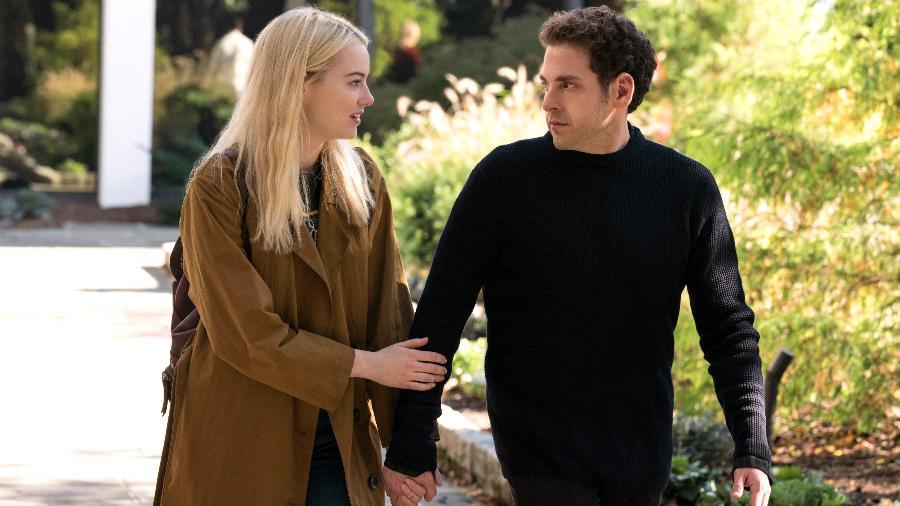 """Emma Stone e Jonah Hill em cena do décimo episódio de """"Maniac"""", nova minissérie da Netflix - Michele K. Short/Netflix"""