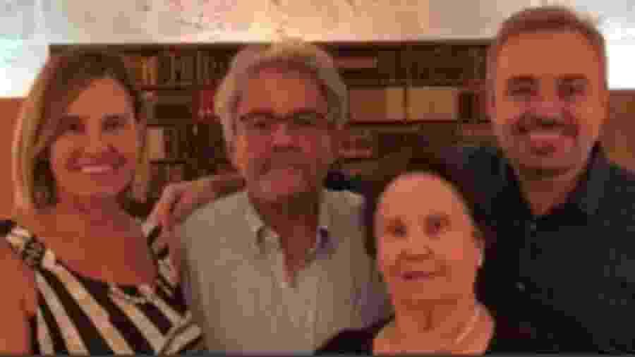 Gugu Liberato com a mãe, Maria do Céu, e os irmãos, Aparecida e Amandio - Reprodução/Instagram/guguliberato