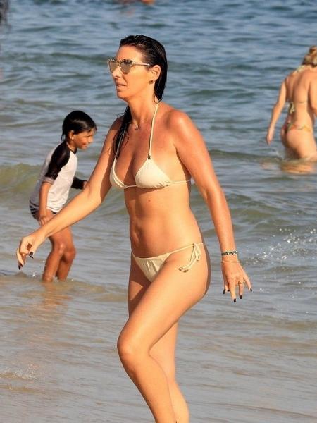 Glenda Kozlowski aproveitou o início do ano para curtir a praia de Ipanema - Agnews