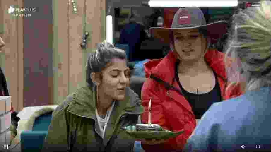 Hari Almeida apaga vela de bolo de aniversário - Reprodução/Playplus