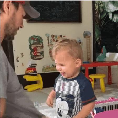 Enrique Iglesias brinca com os filhos - Reprodução/Instagram