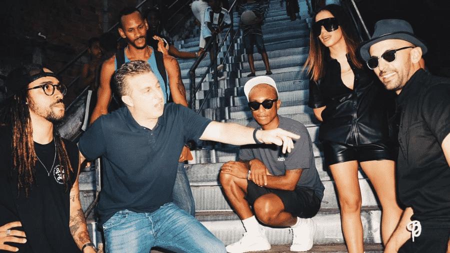 Anitta grava com Pharrell Williams no programa do Caldeirão do Huck - Reprodução