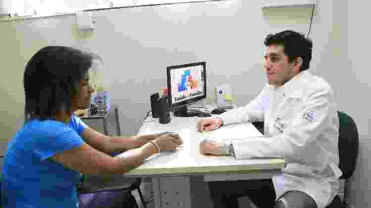 Médico atende paciente no Programa da Saúde da Família em Ribeirão Preto - Silva Junior/Folhapress - Silva Junior/Folhapress