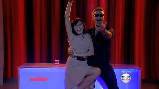"""Monica Iozzi e Otaviano Costa dublam """"(I've Had) The Time of My Life"""" no """"Video Show"""""""