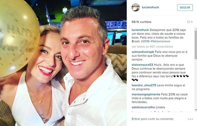 """1.jan.2016 -  Luciano Huck e Angélica comemoram a chegada de 2016 com uma mensagem para os seguidores: """"Desejamos que 2016 seja um doce ano, cheio de saúde e coisas boas. Feliz ano a todas as famílias do Brasil"""""""