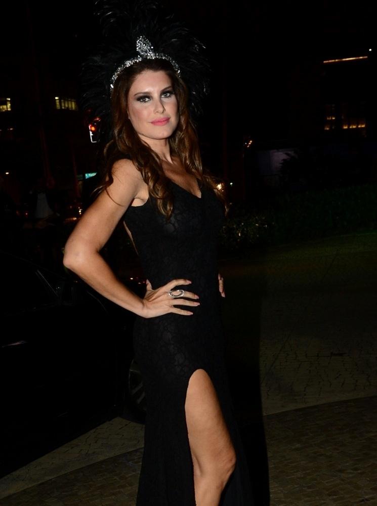 28.jan.2015 - Ana Luiz Castro chega para o baile da Vogue no Hotel Unique em São Paulo, na noite desta quinta-feira
