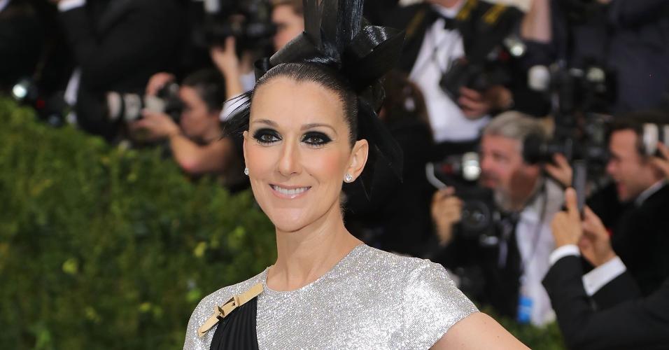 Celine Dion também marca presença no baile do Met Gala, em Nova York