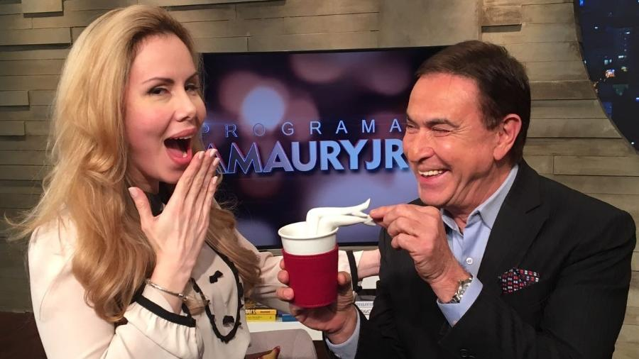Sarah Sheeva é entrevistada por Amaury Jr. na RedeTV! - Divulgação/RedeTV!