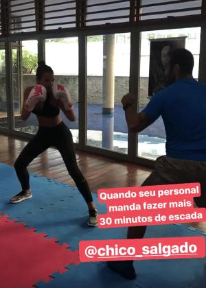 Bruna Marquezine em aula com o personal trainer, Chico Salgado