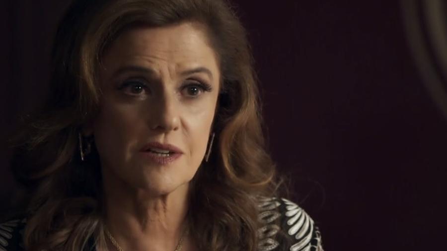 Sophia vai até ao apartamento de Samuel e intimida o médico - Divulgação/Gshow/O Outro Lado do Paraíso