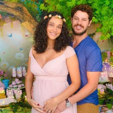 Débora Nascimento e José Loreto durante chá de bebê - Reprodução/Instagram/rebecapennafirmefoto