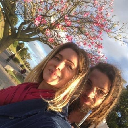 Letícia Spiller posa ao lado do namorado, o músico Pablo Vares - Reprodução/Instagram