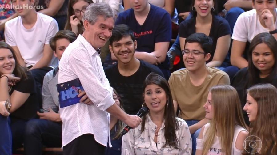 """Fã conta loucuras por Sandy no """"Altas Horas"""" - Reprodução/Globo"""
