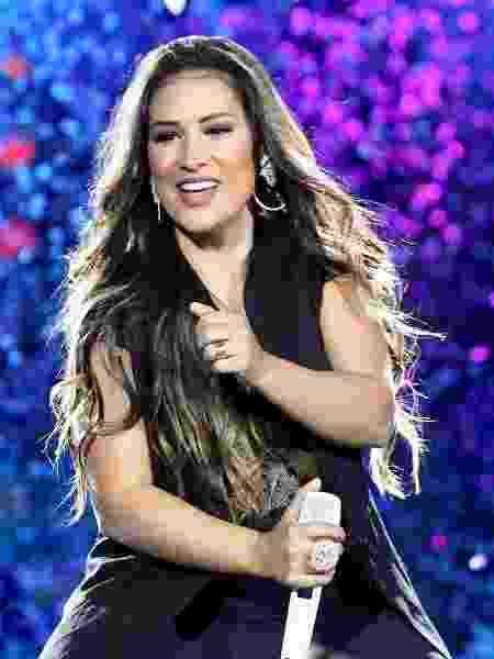 A cantora subiu mais uma vez sozinha ao palco, mas prometeu a volta de Simaria em agosto - Manuela Scarpa/Brazil News
