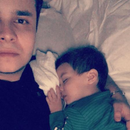 Matheus Aleixo com o filho - Reprodução/Instagram