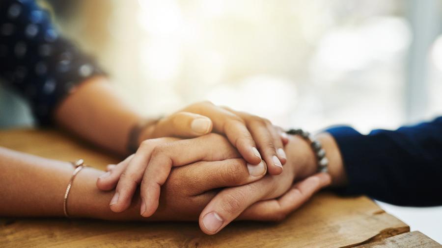 Mostrar apoio e não culpar a pessoa são as melhores formas de abordar uma vítima de relacionamento abusivo - iStock Images