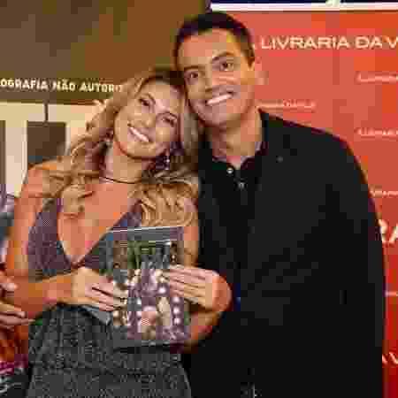 Lívia Andrade e Leo Dias; jornalista publicou desabafo sobre o fim da amizade - Manu Scarpa