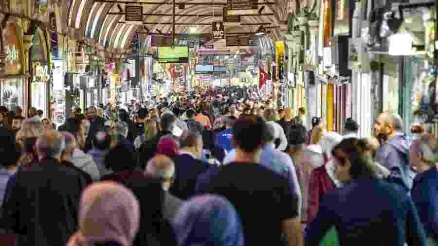 O Grande Bazar de Istambul; partido do presidente turco sofreu grave derrota na maior cidade do país - GETTY IMAGES