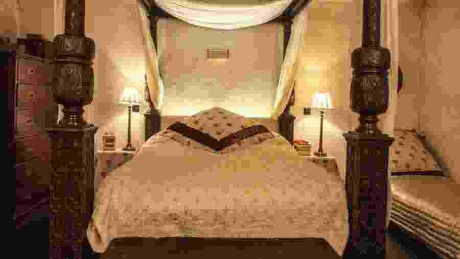 """Cama usada no filme """"Shakespeare Apaixonado"""" disponível em quarto para aluguel no Airbnb  - Divulgação"""