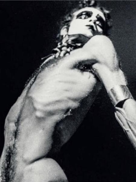 Ney Matogrosso, em 1973 - Reprodução/ Instagram/ Ari Brandi