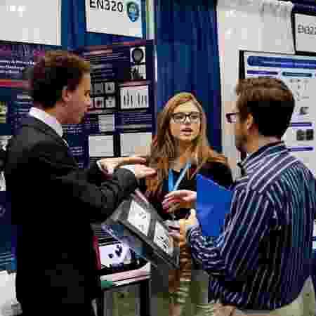 Projeto foi levado por Raíssa e Gabriel da Motta (à esquerda) à Feira Internacional de Ciência e Engenharia (ISEF), nos EUA - Arquivo pessoal - Arquivo pessoal