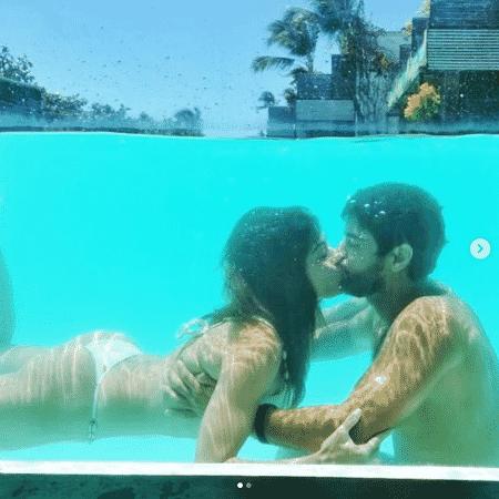 No último fim de semana, Carol já havia compartilhado fotos românticas com Bruno na piscina - Reprodução/Instagram