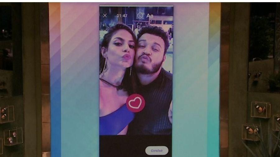 Mari e Victor Hugo fazendo selfie - Reprodução/Globoplay