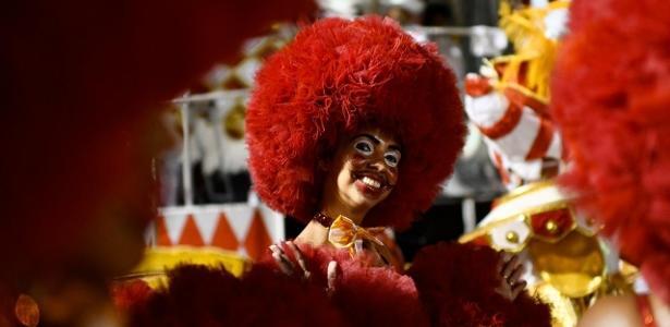 Mais da Sapucaí | Salgueiro homenageia 1º palhaço negro do Brasil com espetáculo circense