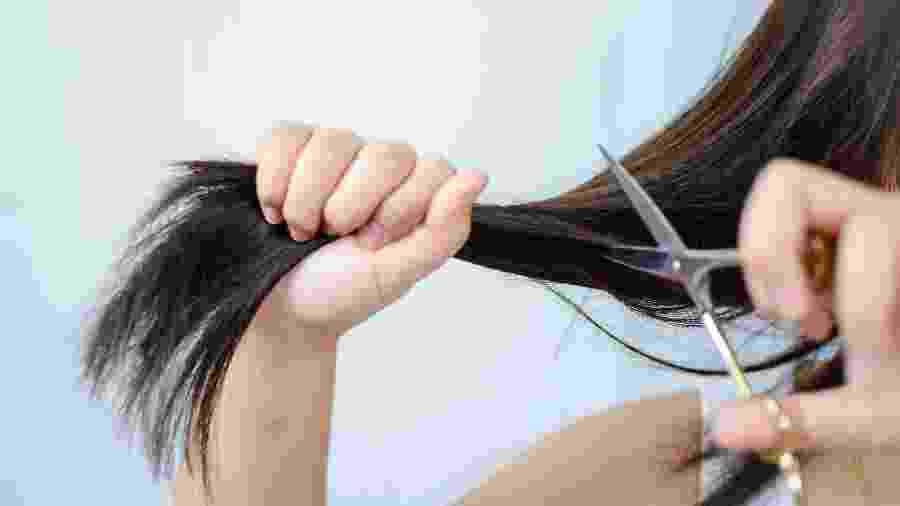 Cordar cabelo, cortar o próprio cabelo - Getty Images/EyeEm