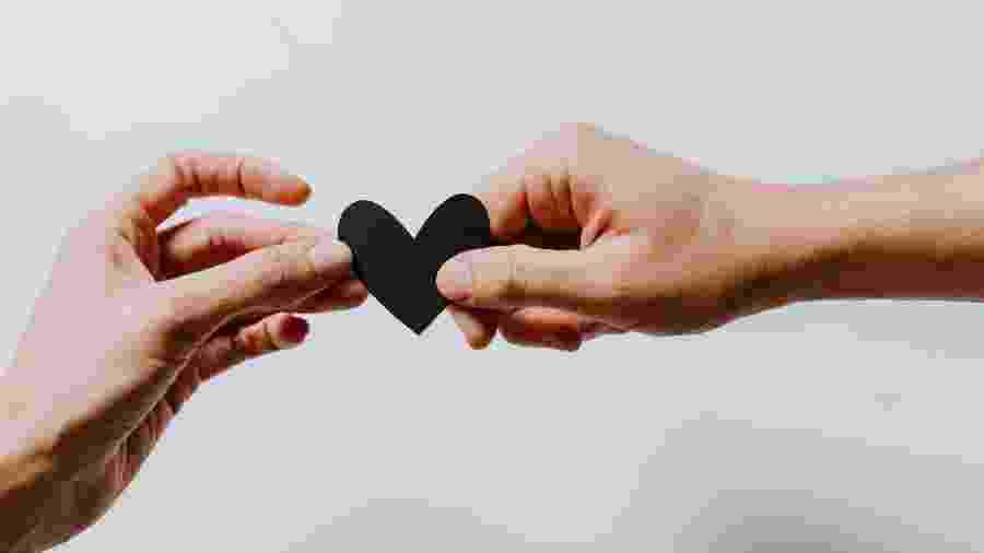 Amor em Julho - Kelly Sikkema/Unsplash