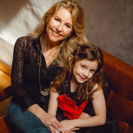 A escritora Bettina Boklis e a filha Catharina - Divulgação