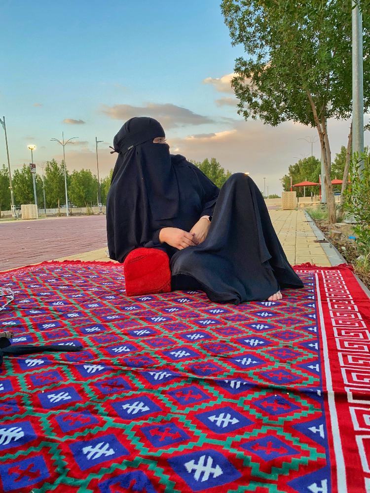 Iris Cajé veste roupas tradicionais da religião islâmica - Arquivo pessoal - Arquivo pessoal