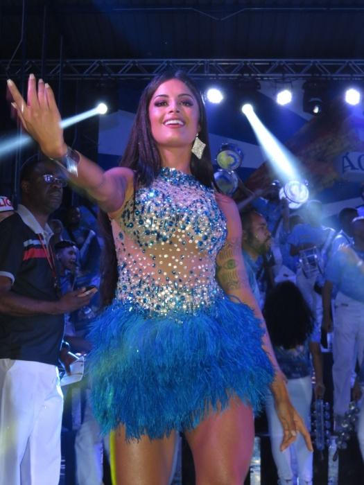 28.nov.15 - Aline Riscado, rainha de bateria, da escola de samba Acadêmicos de Tucuruvi, samba em ensaio da escola