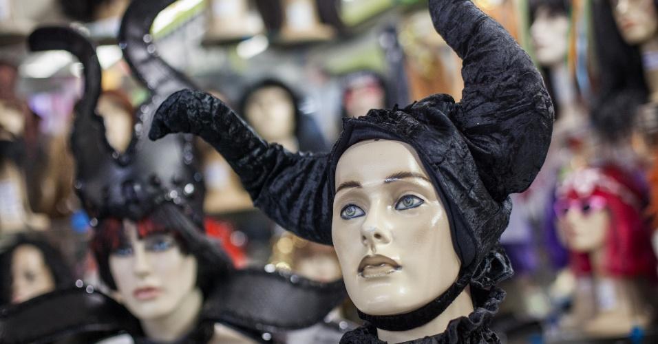 O acessório de cabeça da Mavelola custa R$ 65 na loja Império das Festas (Ladeira Porto Geral, 55 ? Centro/ SP)
