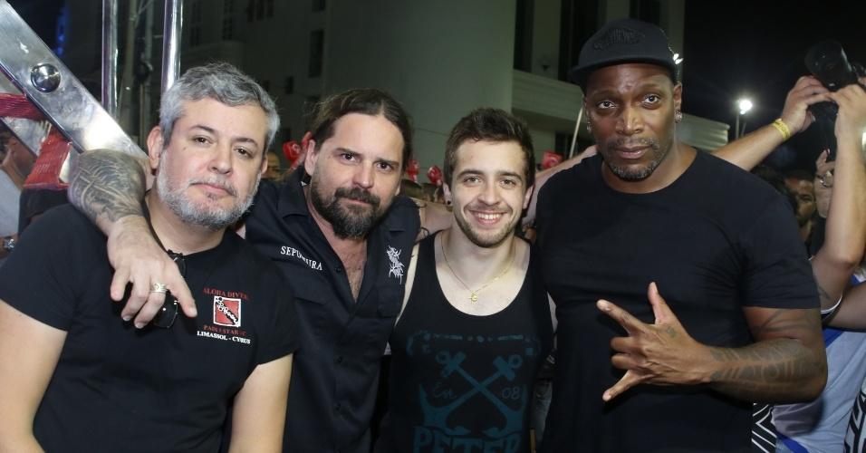 6.fev.2016 - Banda Sepultura faz participação em show de Carlinhos Brown no circuito Barra-Ondina