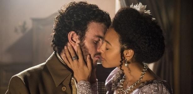 """Bertoleza (Sheron Menezzes) e Ventura (Vitor Thiré) dão primeiro beijo em """"Liberdade, Liberdade"""" - Estevam Avellar/TV Globo"""