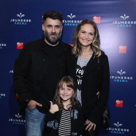 Raoni Carneiro, Fernanda Rodrigues e Luisa - Marcello Sá Barretto/AgNews
