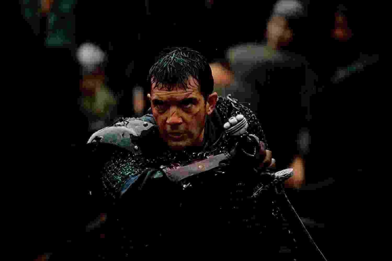 """Antonio Banderas em cena no filme """"O 13º guerreiro"""" (1999) - Divulgação"""