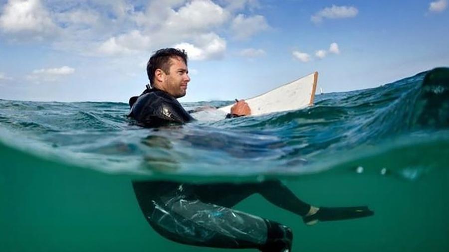 O pintor Peter Matthews passa boa parte do tempo no mar - Peter Matthews