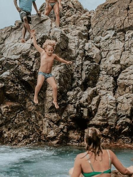 Davi Lucca, filho de Neymar e Carol Dantas, pula de pedra em Fernando de Noronha - Reprodução/Instagram