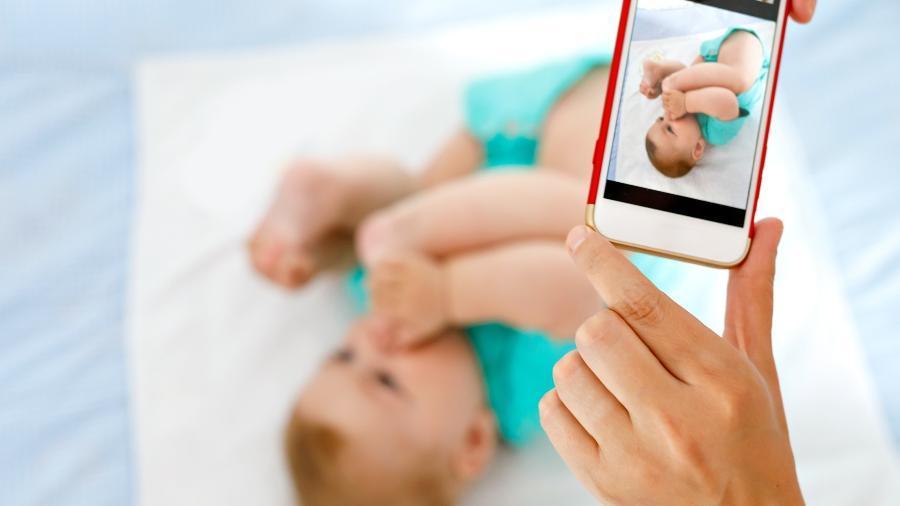 Tenha cuidado na hora de compartilhar imagens de seus filhos na internet - iStock Images