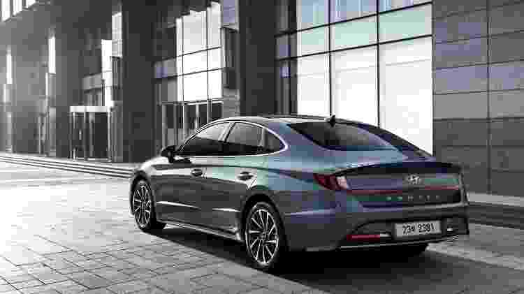 Traseira tem elementos que remetem ao Honda Civic e, também, ao novos sedãs da Volvo - Divulgação
