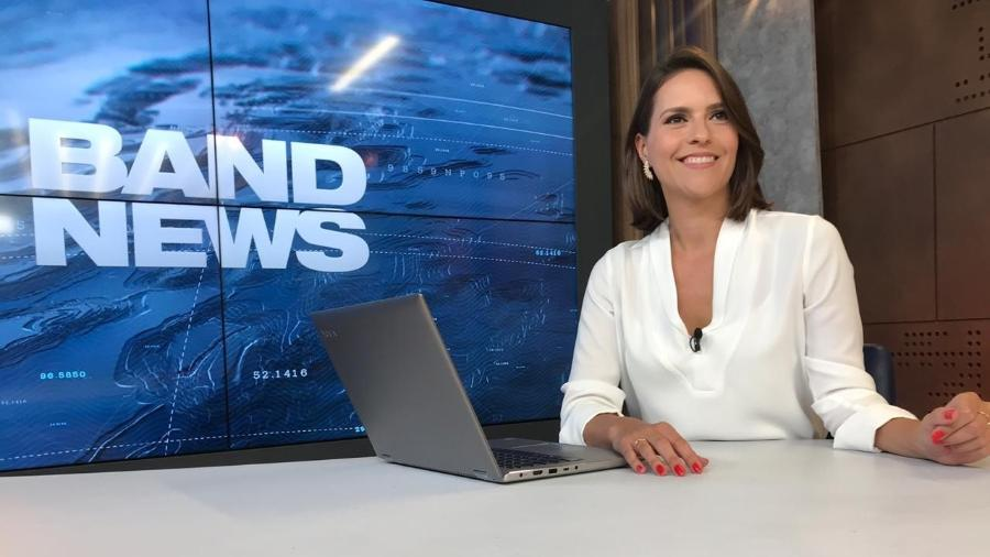 Fabiana Panachão é uma das apresentadora do BandNews, com noticiários normais também aos domingos,  - BandNews